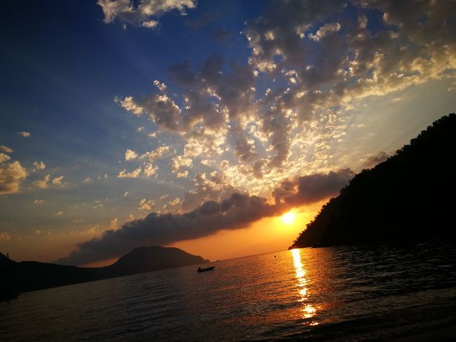 Sunrise above sea Clouds Clouds And Sky Cloudscapes Cloudsporn Nature Ocean Ocean View Outdoors Sky Sunrise Sunrise And Clouds Sunrise N Sunsets Worldwide  Sunrise Porn Sunrise Silhouette Sunrise_Collection Sunrise_sunsets_aroundworld Sunset Wave