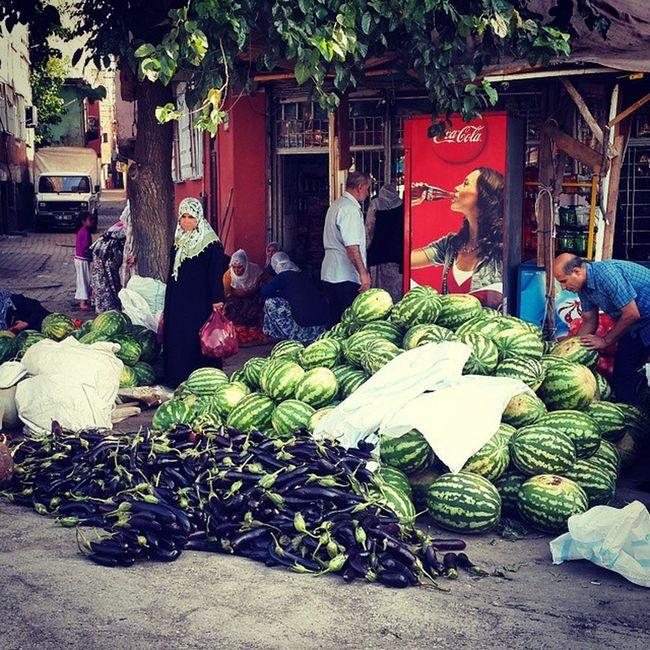 Sokağa dökülen Diyarbakır karpuzu sergisi...