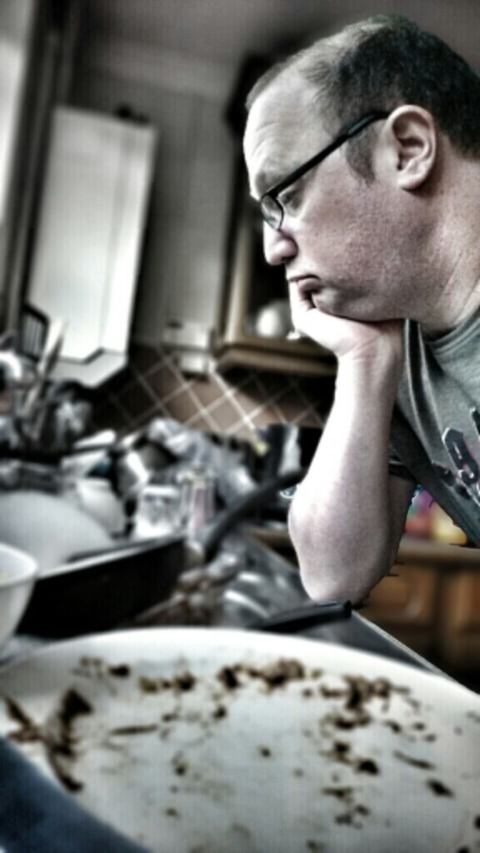 A man's work is never done. Selfportrait Kitchen House Work