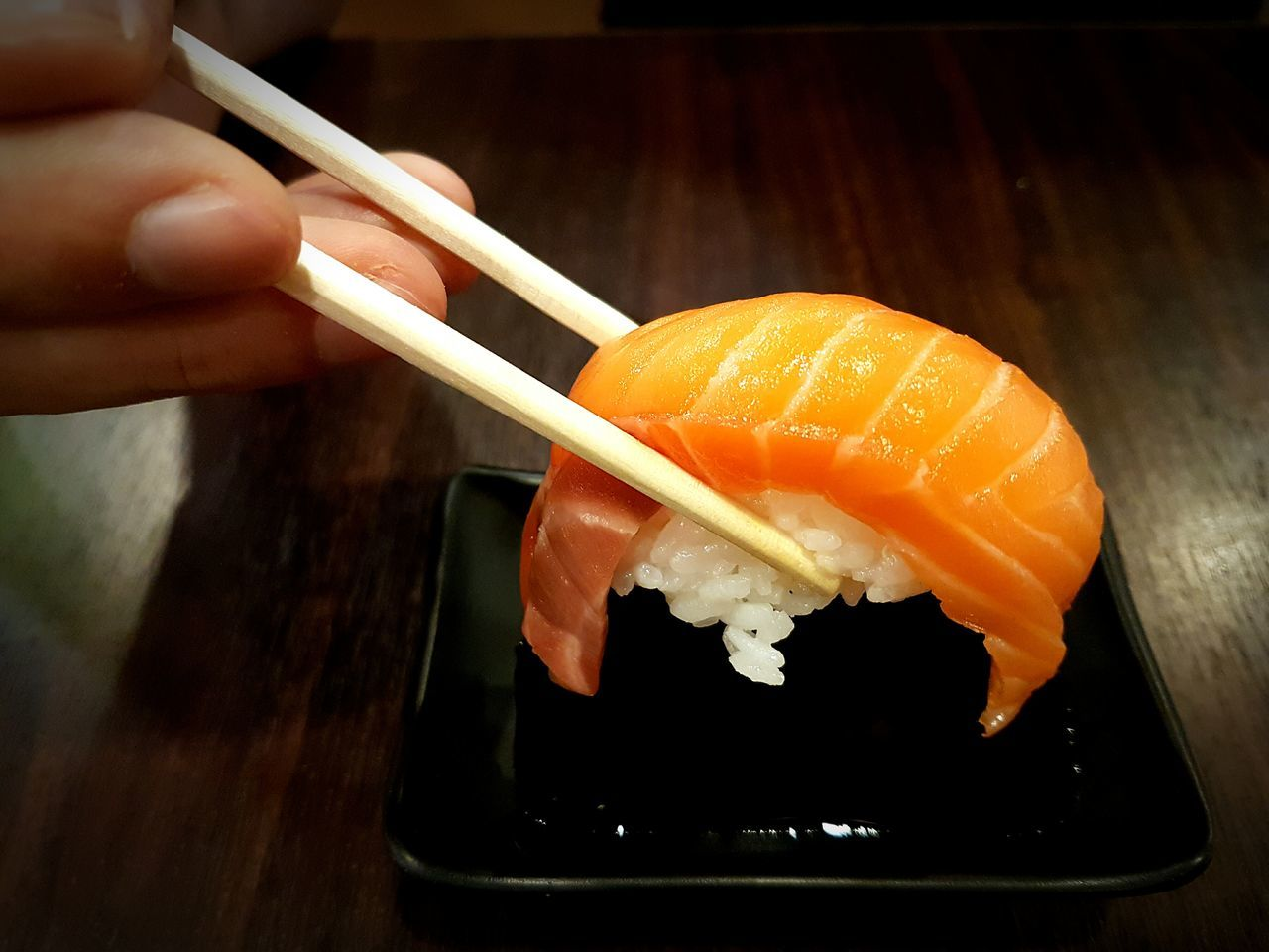 Food Food And Drink Healthy Eating Holding Freshness Close-up Japanese Food Japanese Style Japanese Restaurant Salmon Salmon Sushi Sushi Sushi Time Sushi Bar Sushi Restaurant Sushilover Sushilovers Sushi Love Sushitime Sushi Tei Fresh Salmon Food Photography