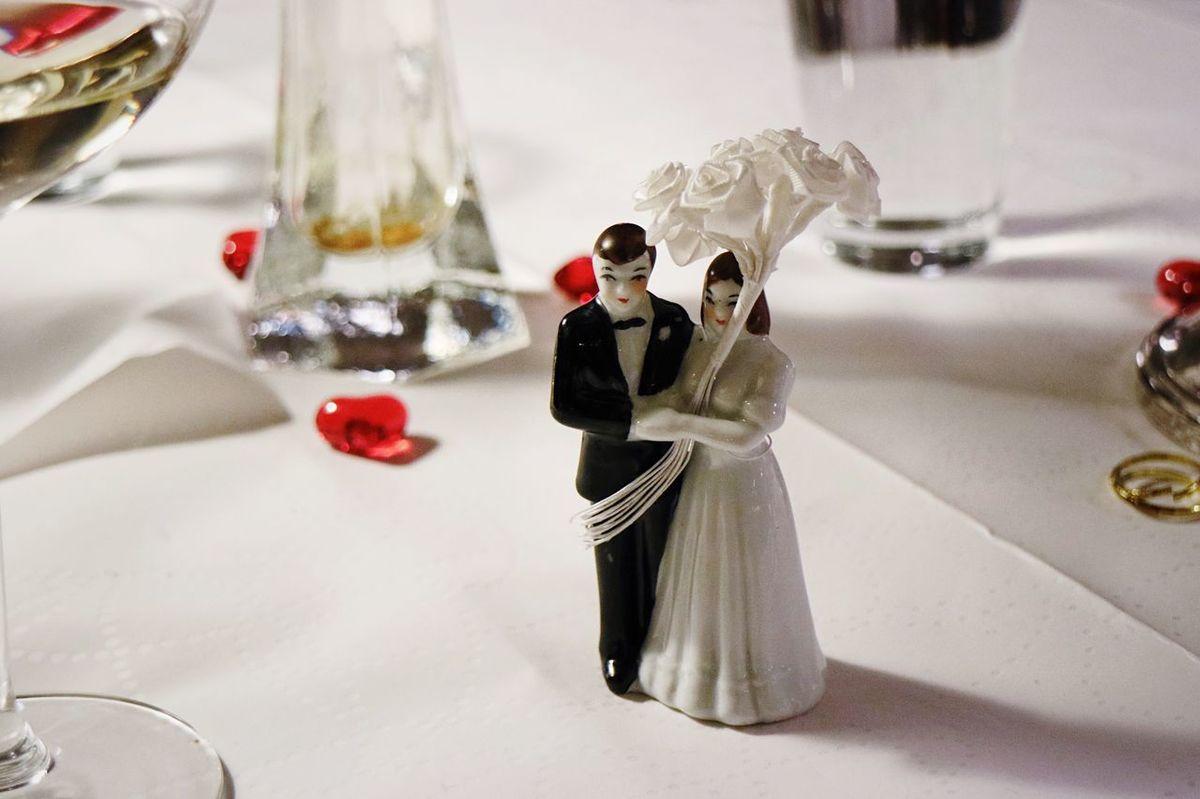 EyeEm Selects Wedding Bride Bridegroom Wedding Cake Figurine Figurine  Indoors  Table Love Life Events Wedding Cake Groom Celebration Close-up Wedding Dress Day