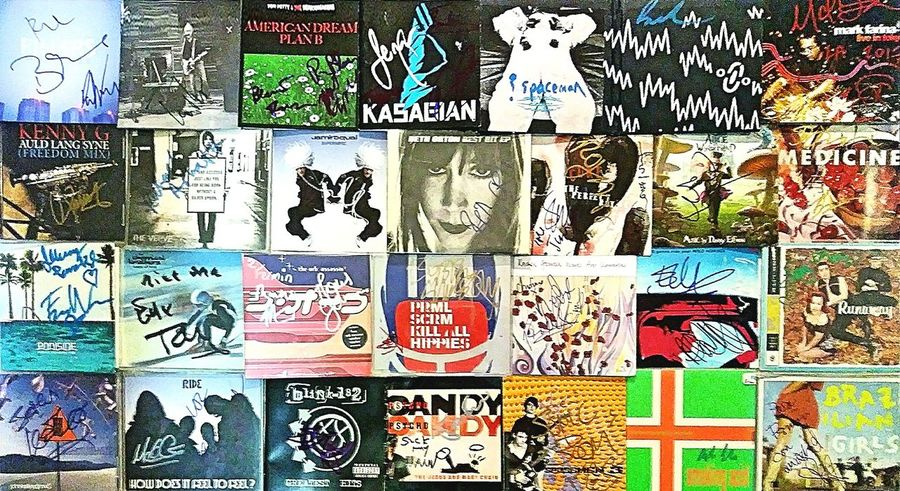 Autographed Cd Collection Ride The Cure Chemical Brothers Jamiroquai The Verve Primal Scream Beth Orton Spiritualized Jesus And Mary Chain Kenny G Johnny Depp Medicine The Orb Slowdive Tompetty&theheartbreakers Brazilian Girls U2 Beck Deee-Lite Kasabian Blink182 The Killers And More