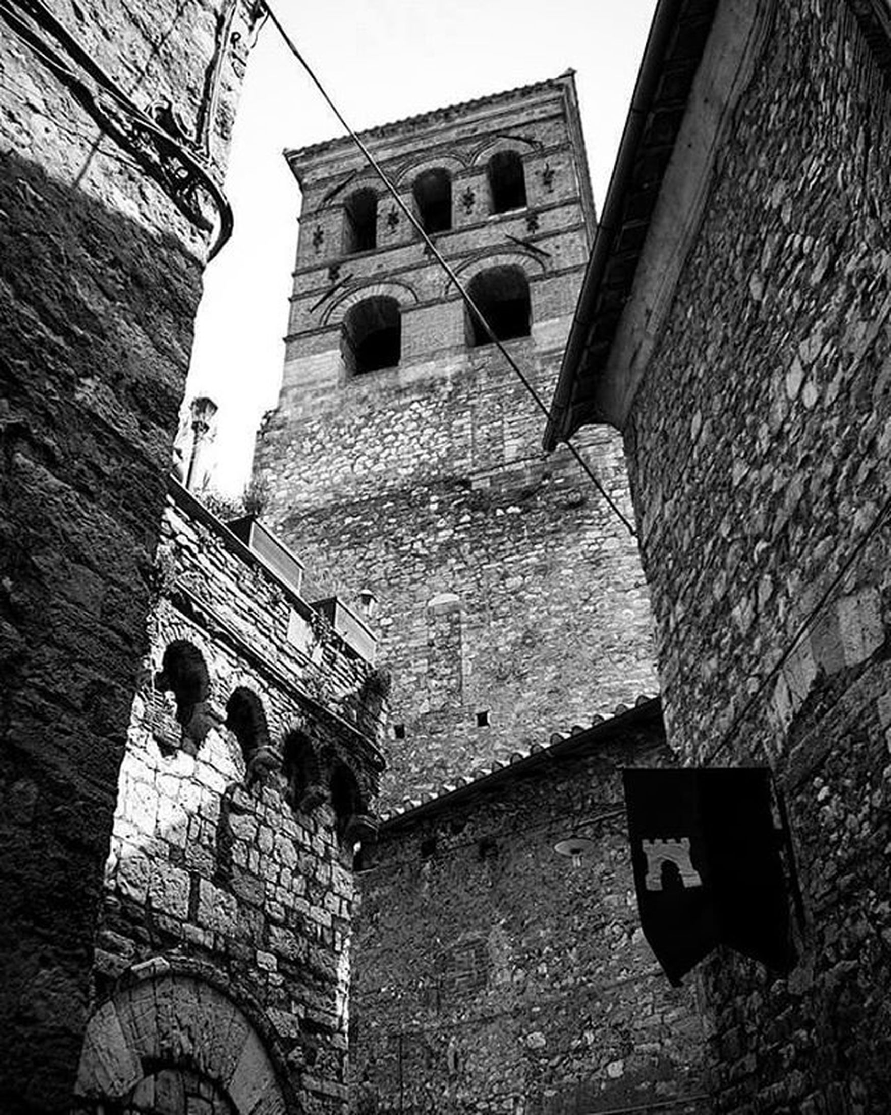 """Se imbocchi il vicolo giusto, a Sin City puoi scoprire qualsiasi cosa..."" Narni Italia Italy Umbria Blackandwhite Photography Blackandwhite Biancoenero Bnw_collection Bnw_worldwide Bnw_italia Bnw_captures Bnw_life Bnwphotography Bnw Photography Bnw_city Medioeval Cities Medioevo Borghiditalia Borghipiúbelliditalia Borghiantichi Narnia  Lecronachedinarnia Monochrome Monochrome _ Collection Monochrome_life"