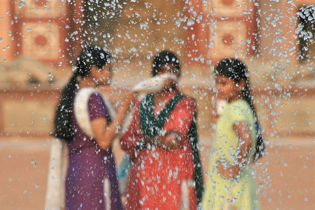 Talking Friends Blurred Fountain Humayun's Tomb Indian Attire Out Of Focus Talking Three Girls
