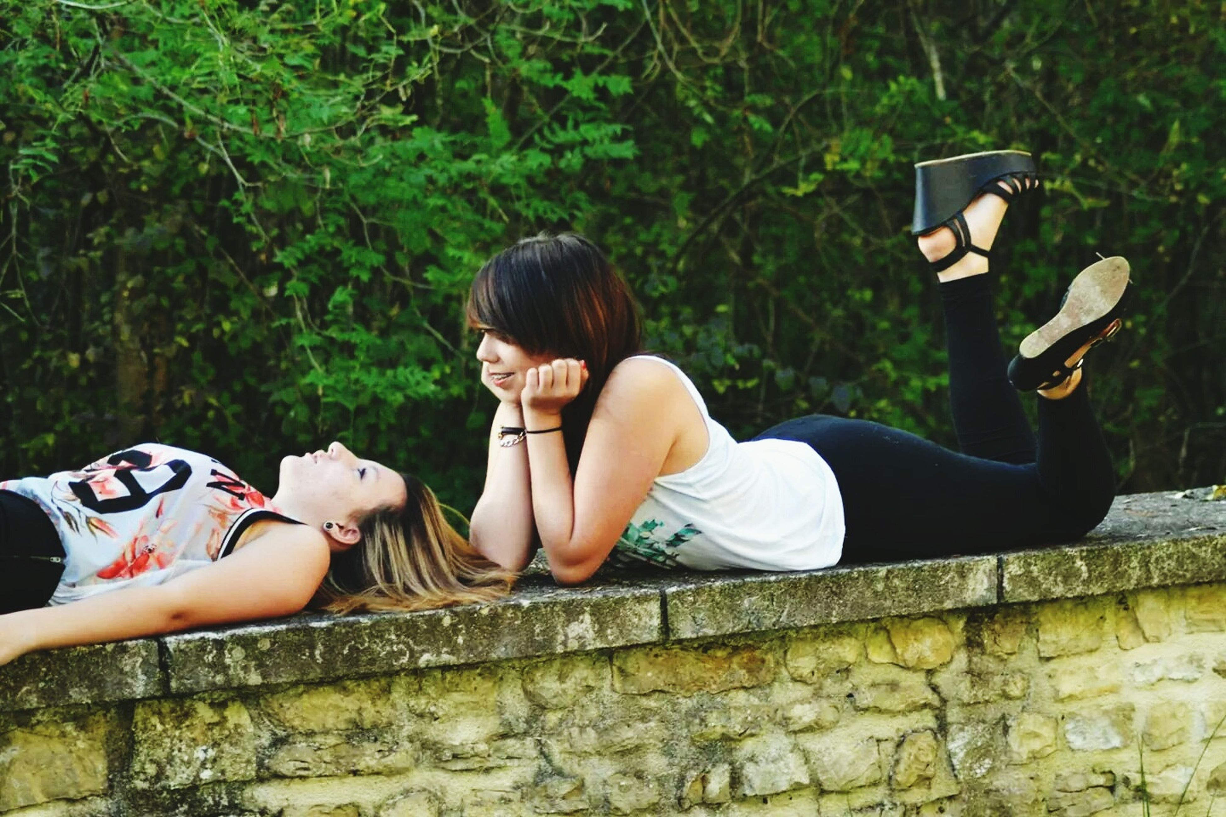 lifestyles, leisure activity, sitting, casual clothing, young adult, person, relaxation, young women, three quarter length, togetherness, waist up, bonding, lying down, full length, smiling, resting