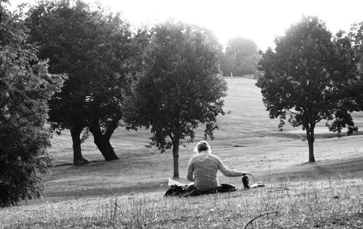 A long lost summer picnic at Hangar Hill Park, West London. Streetphotography People Blackandwhite Trees Picnic London Park Hillside Streetphoto_bw Hangar Hill Ealing People Watching Pmg_lon