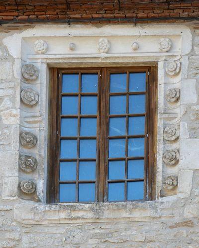 Window Architecture Built Structure Building Exterior Close-up Windowporn Sculpture Architecture Details Architecture_collection Architecturelovers Architectural Detail Architecture Architectureporn Stone Material Old Architecture Old Town Martel Lot