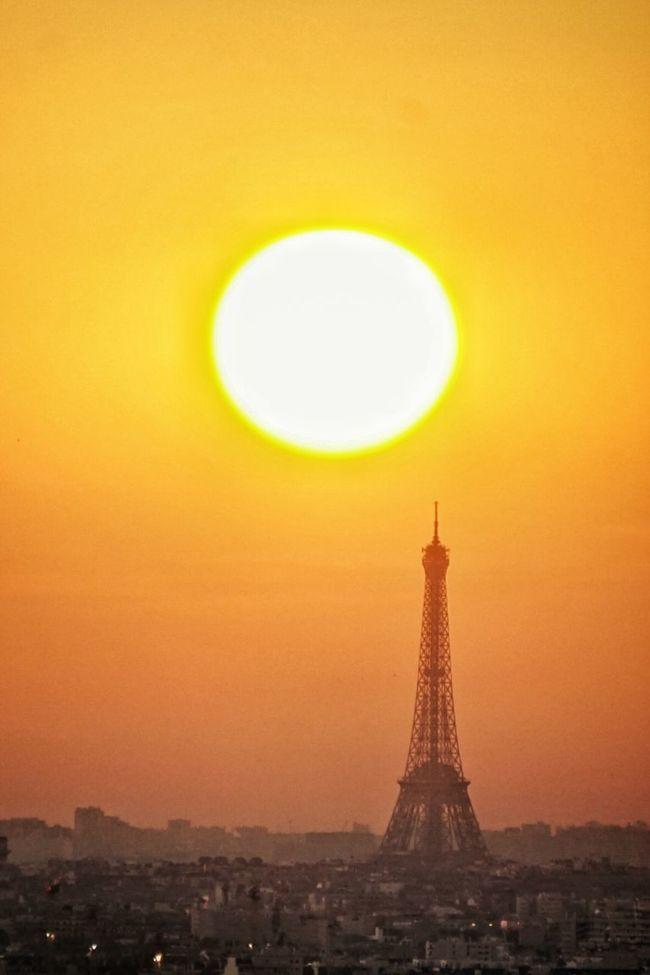 La dame de fer. Hello World Tour Eiffel Paris, France  Paris Je T Aime Sunset_collection Sun_collection Orange By Motorola Eyeem France Orange Color Paris ❤ EyeEm Best Shots Spotlight_shots