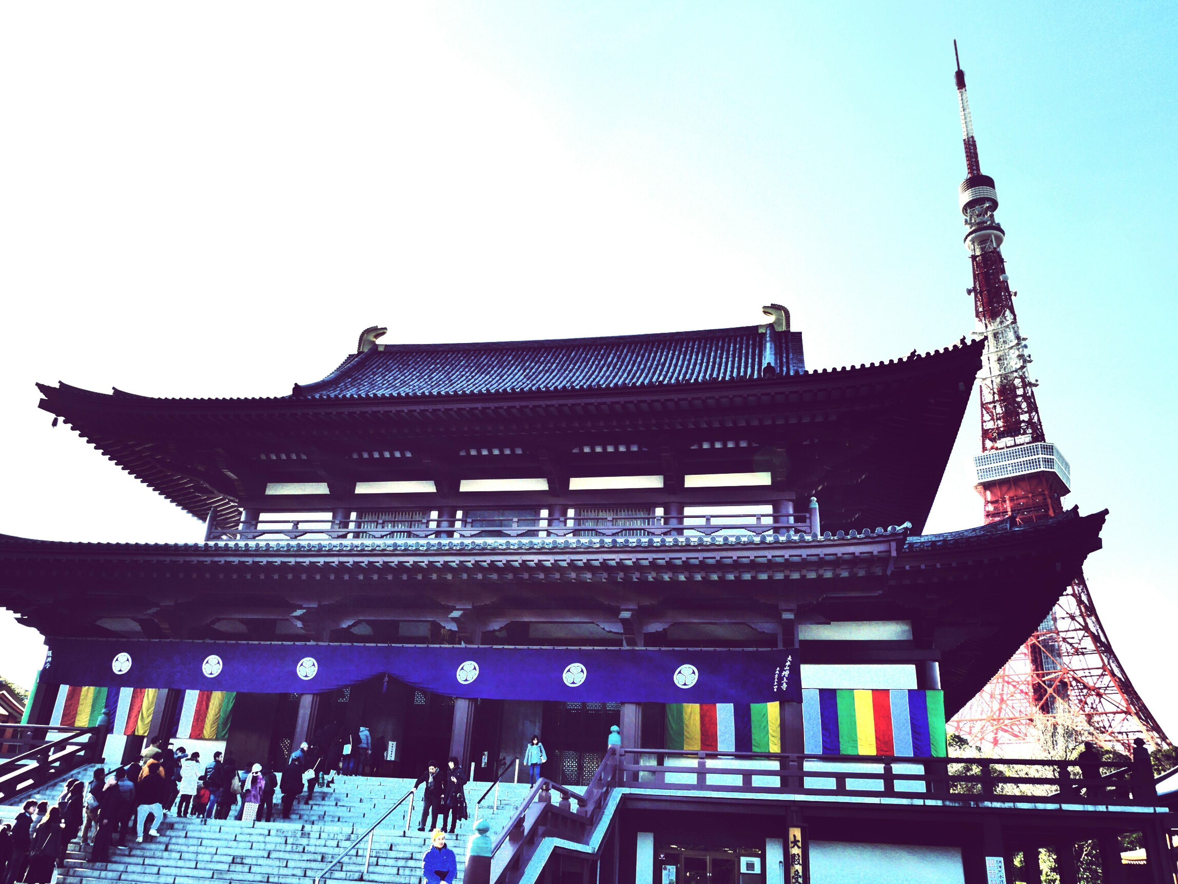 built structure, architecture, low angle view, building exterior, clear sky, sky, large group of people, travel destinations, famous place, tourism, men, person, copy space, lifestyles, travel, outdoors, leisure activity, international landmark, arts culture and entertainment