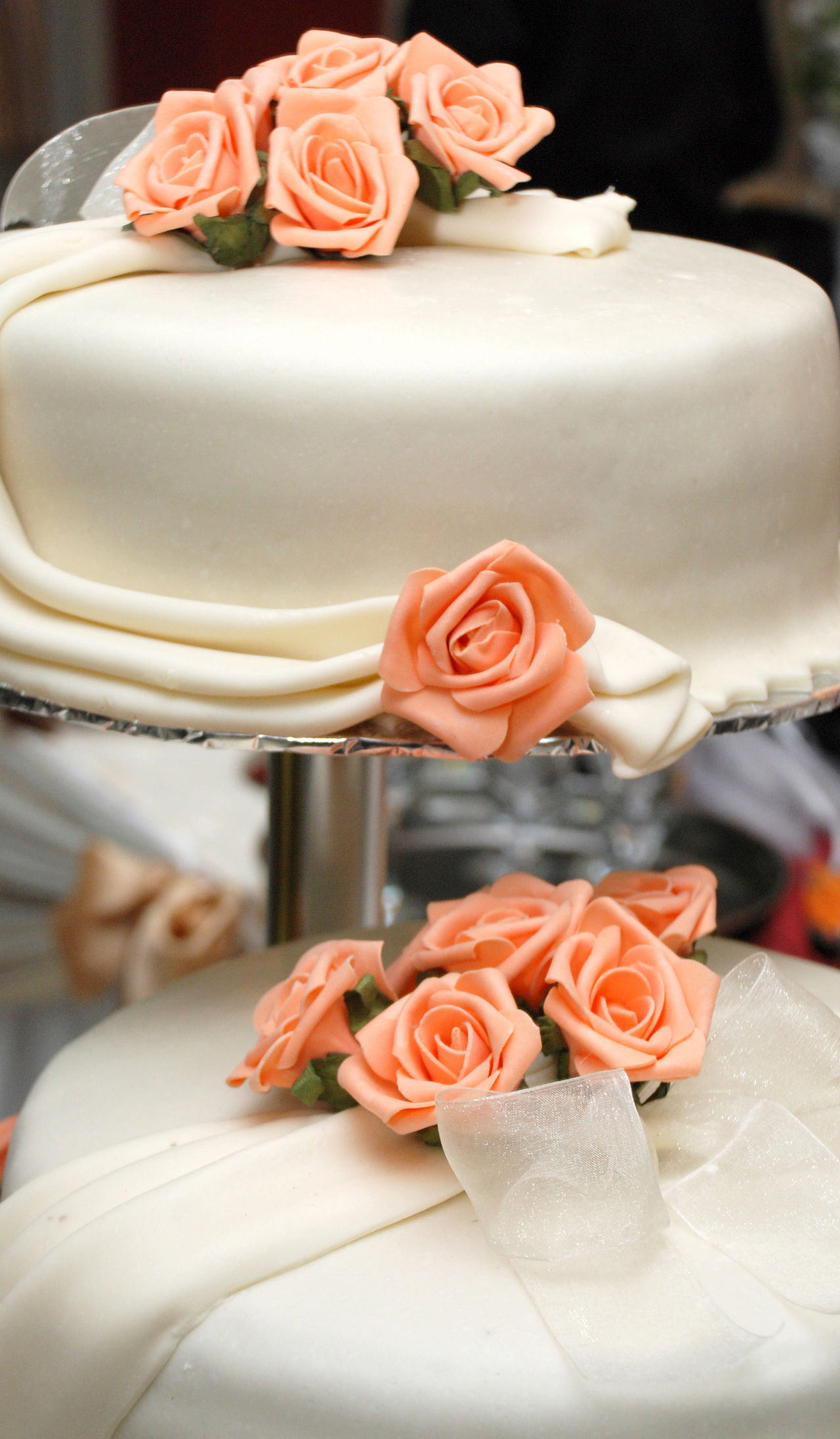 white wedding cake Close-up Flower Food Food And Drink Freshness Indoors  No People Pink Roses Ready-to-eat Rose - Flower Sweet Food Temptation Wedding Wedding Cake