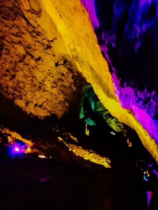 Powerful lighting effects on rocks in Yellow Dragon Cave, Huanglongdong, in Hunan China. Powerful Colours Colors Colorful Caves Rocks Lighting Effects Yellow Dragon Cave HuangLongCave Huanglongdong National Park Hunan China 43 Golden Moments Showcase July Travel Colour Of Life Eyeemphoto