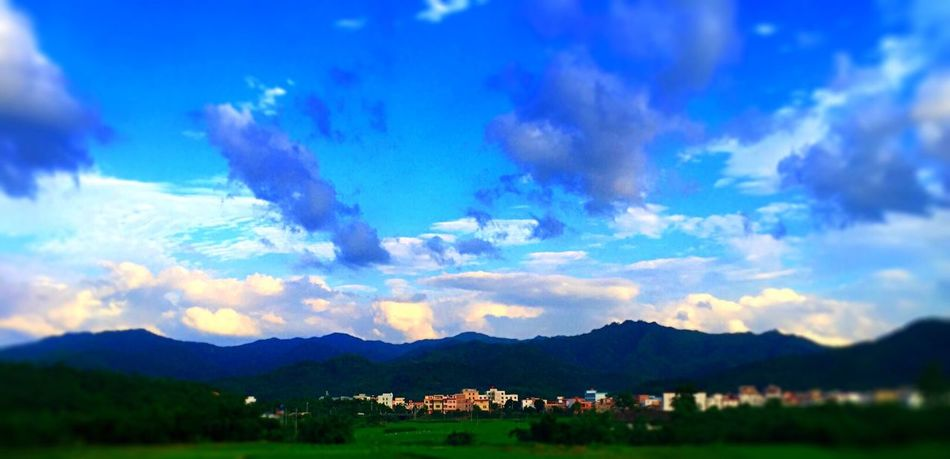 Landscape EyeEm Nature Lover Tadaa Community Sky And Clouds IPhoneography 黄昏金阳,紫云翠峰......风驰电掣过阳春。