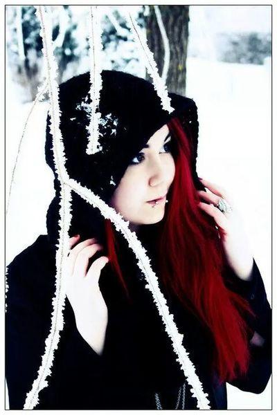 Black Riding Hood Beauty Snow ❄ Nature Redhead