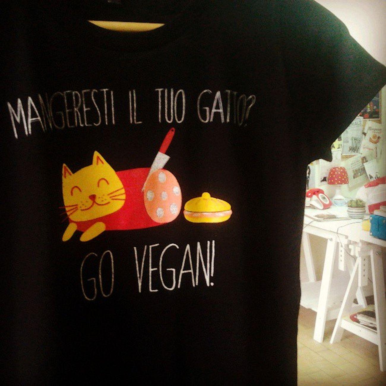 Vegan GoVegan Vegansofig Chiaralascura Crueltyfree Vegansofinstagram Vegantshirt Organiccotton Veganshopping Fairwear Graphictshirt Veganfashion Ecofashion