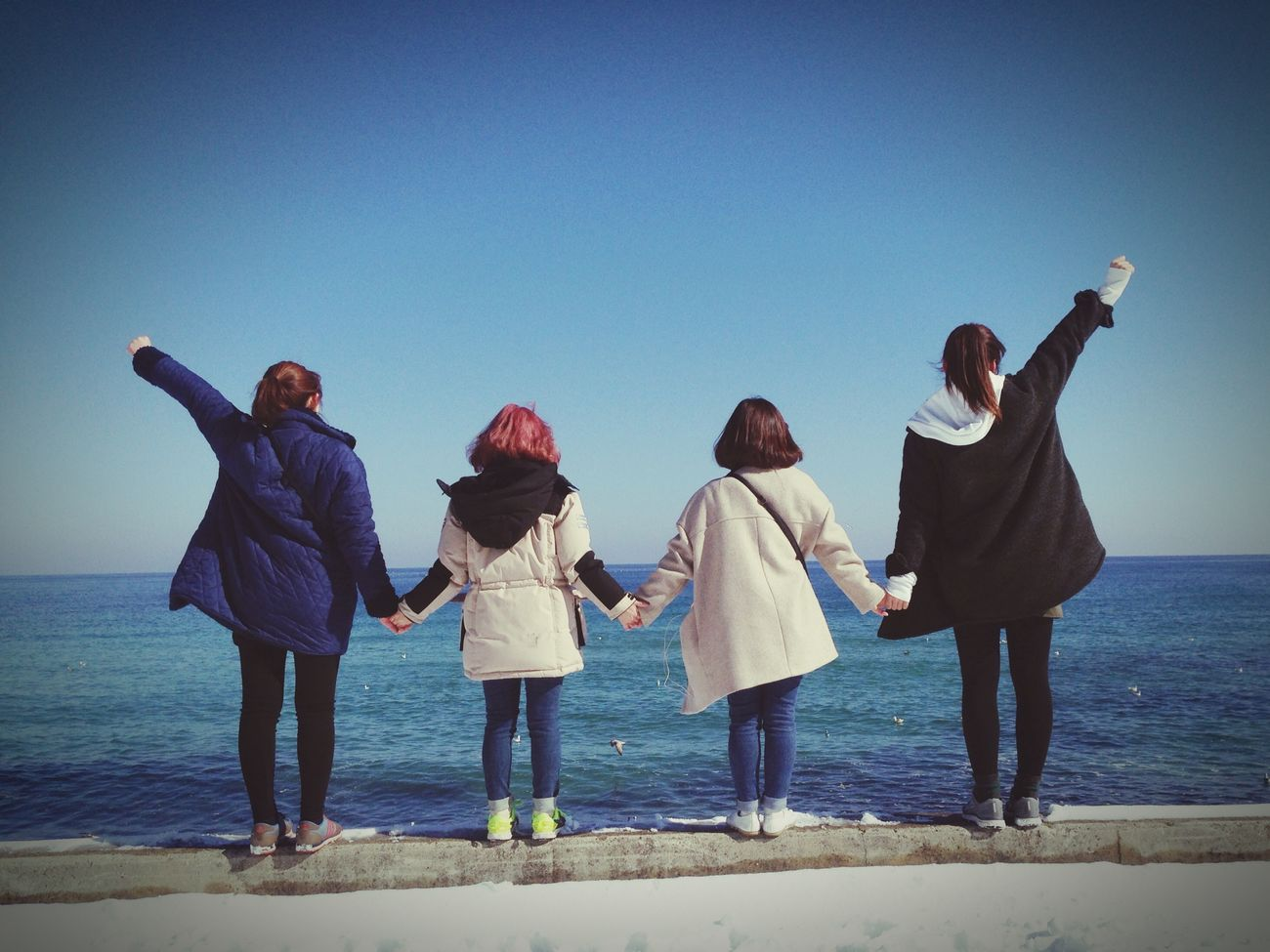Friends ❤ Sea And Sky Good Times With Good Friends Winter Sea Trip Photo Korea Sokcho Beach