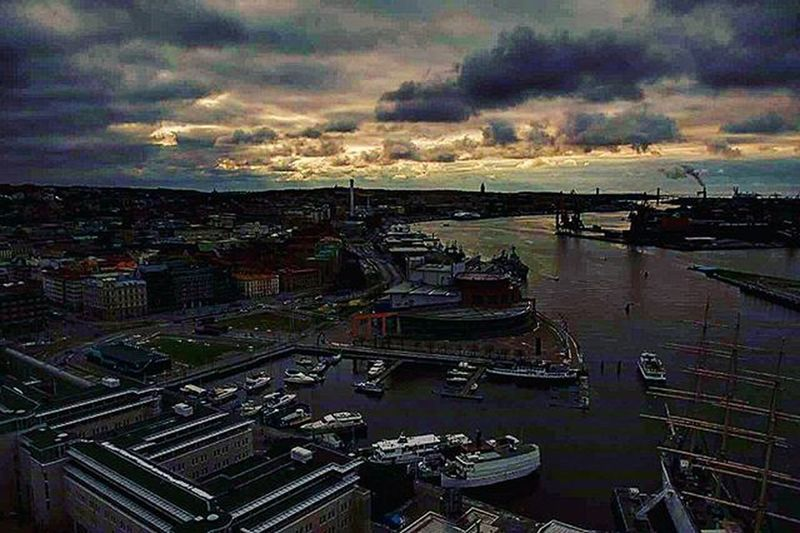 📷 Läppstift Gothenburg High 22floor Beautiful Place Beautifulday Skyporn Sky Color Colorful Picture Photo Followme Likes Tagsforlikes Nikon Perfect Clouds Frihamnen Boat GBG 22våningen Goteborg Hamn sverige @awesome_pixels @exaperture @swedenimages @gothenburg_sweden