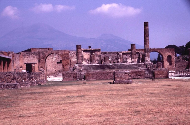 Pompéi at Italie by Patou Uhlmann