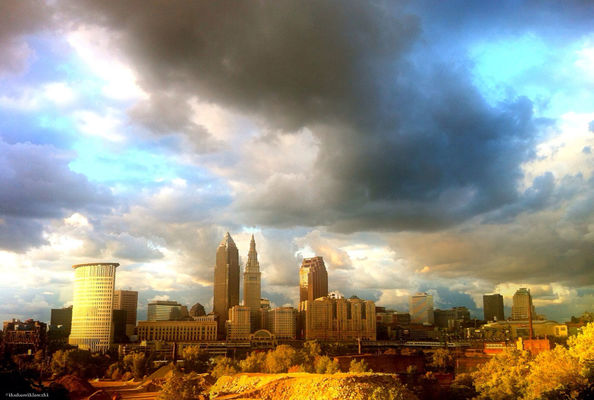 sky in Cleveland by bibidebabiabu