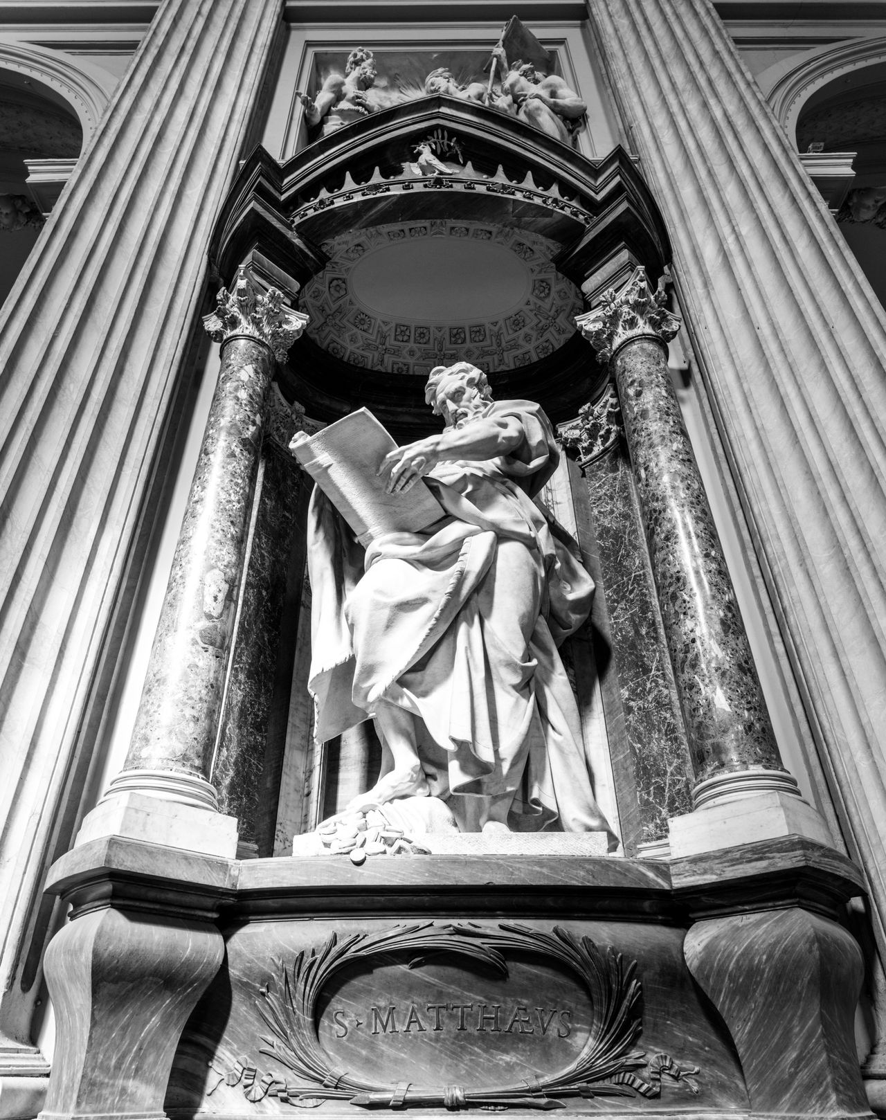 Heavy Artillery. Low Angle View Human Representation Religion Statue Sculpture Place Of Worship Architecture Indoors  Heavy Basilica Church Bella Italia Italia Italy❤️ Black & White Blackandwhite Black And White Fortheloveofblackandwhite Roma Rome Europe Rome Italy Architecture Spirituality Place Of Worship
