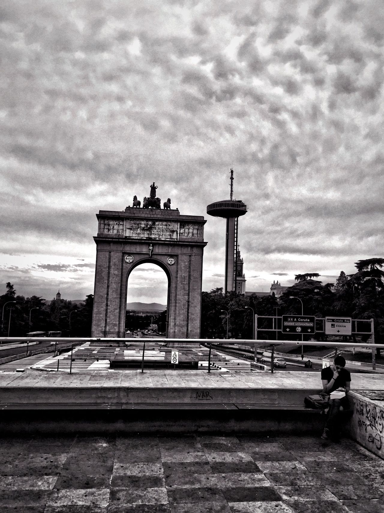Arco Del Triunfo  Madrid Monuments Monuments Of The World Blackandwhite Black And White Black & White Black And White Photography IPhone IPhoneography Iphoneonly Iphonephotography Iphone6