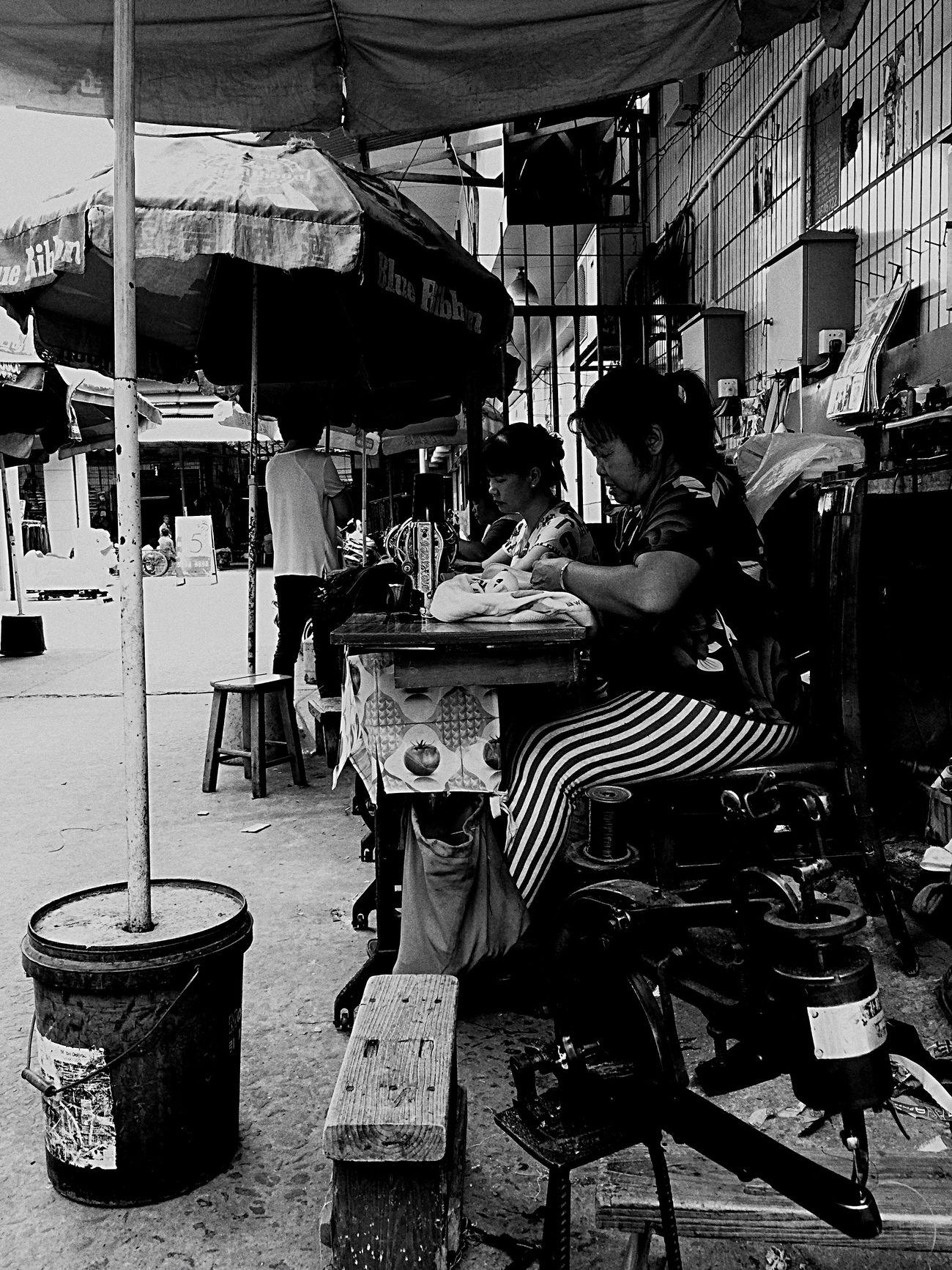 补鞋 Check This Out Taking Photos Blackandwhite Black And White Black & White Blackandwhite Photography