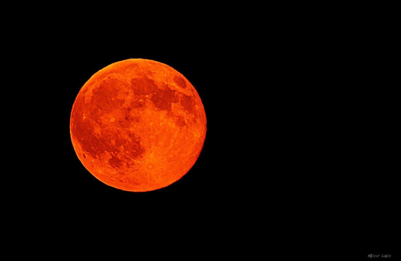 Mavi Ay.. İnstagram @lacinsiyar