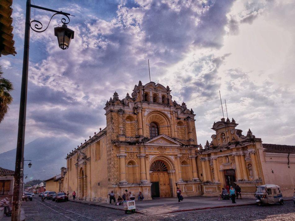 Architecture Building Exterior Travel Destinations EyeEmNewHere Huawei P9 Leica PhonePhotography Mobilephotography Guatemalaimpresionante AntiguaGuatemala! ❤ UNESCO World Heritage Site Architecture Spanishcolonial