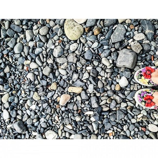 Find what brings you joy and go there! ♥ Beach Beachstones Stones Shoes Fromwhereistand Frommypointofview Colors Shapes Symmetry Things2doinmumbai Mumbai Mumbaiinstagrammers MalabarHill Malabarhills 🔴💕👌😍😘❤