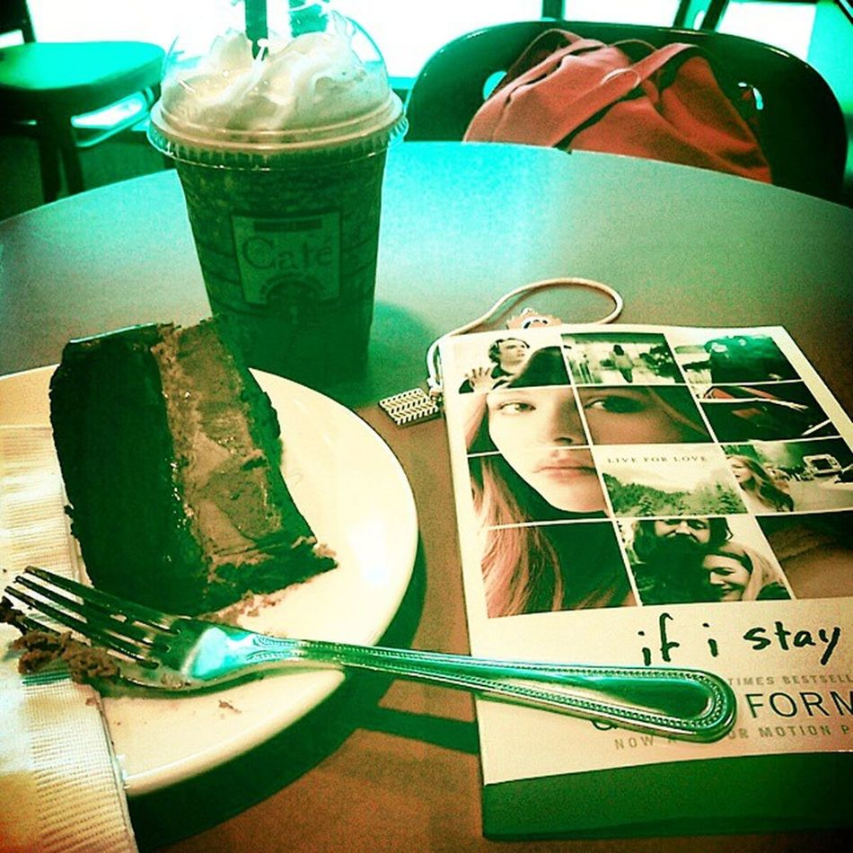 My frappuccino has a shot of expresso and coconut. The fact that I've found time to read is simply refreshing to me. Reaad Booksandcoffee Barnesandnoble Realxing happygirl