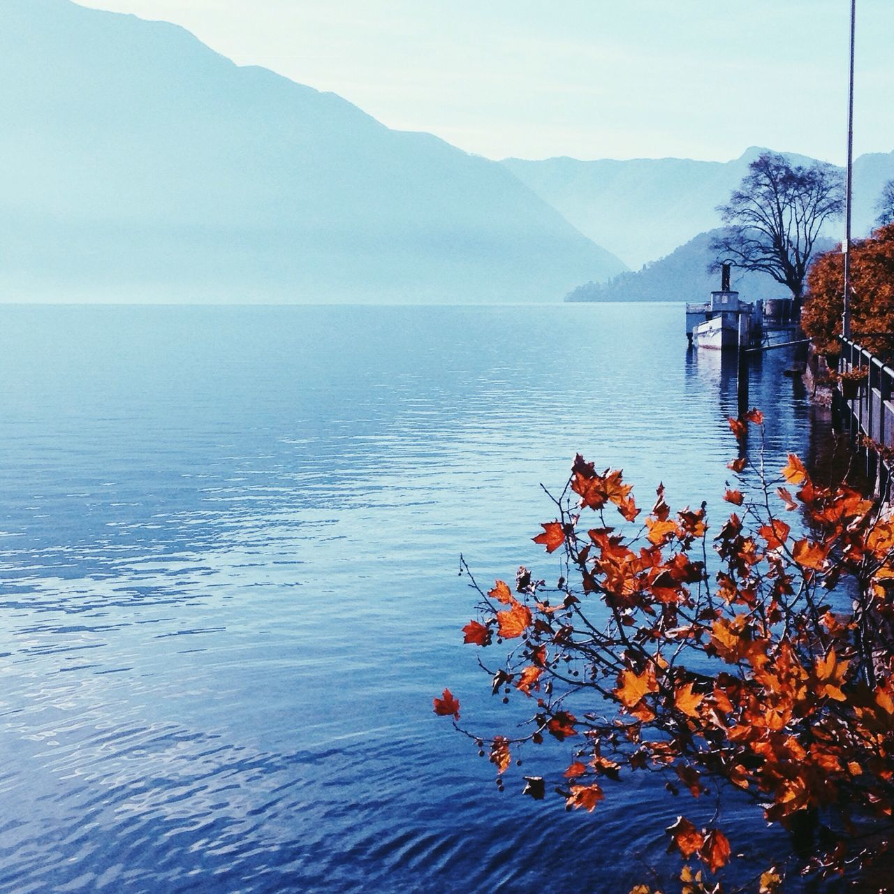 Beautiful morning walk around Como lake 🚣 Peaceful Lake Como Taveler Italy Foggy Morning Morning Sky Lakeside Ship Boat Morningwalk Motivational Inspiration
