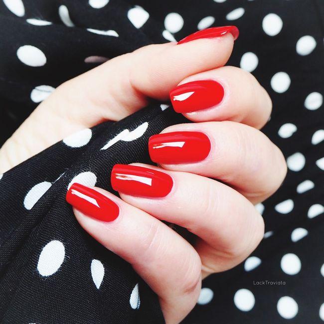Mein erster Post auf dieser Plattform - ich freue mich, dass mir Cora den Weg hierher gezeigt hat und auf einen schönen Austausch mit Euch! ☺️ First Eyeem Photo Nagellack  Nails Nailpolish Chanel #CHANEL GITANE