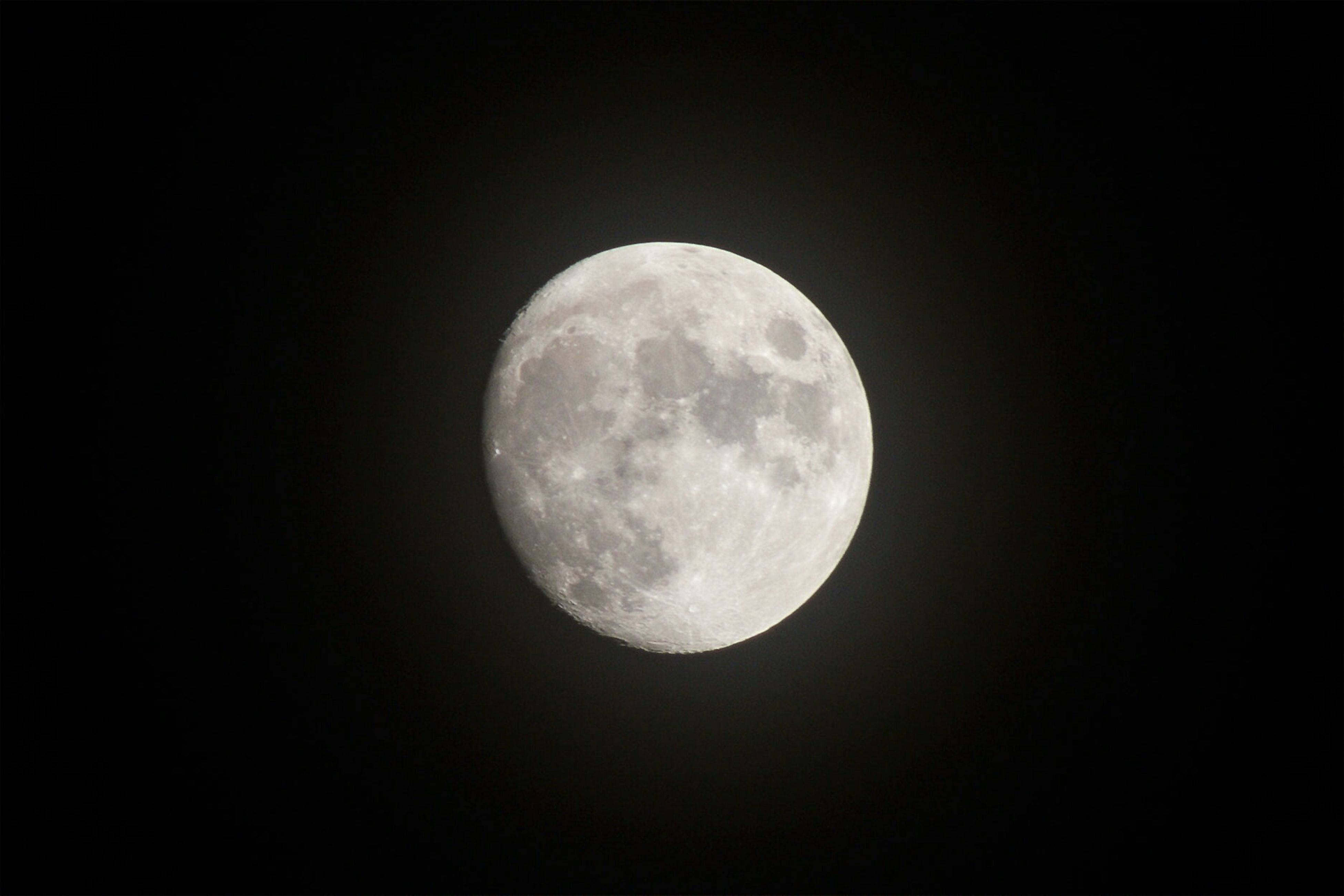 moon, astronomy, full moon, planetary moon, night, moon surface, beauty in nature, circle, tranquil scene, scenics, sphere, tranquility, discovery, space exploration, nature, low angle view, sky, majestic, copy space, idyllic