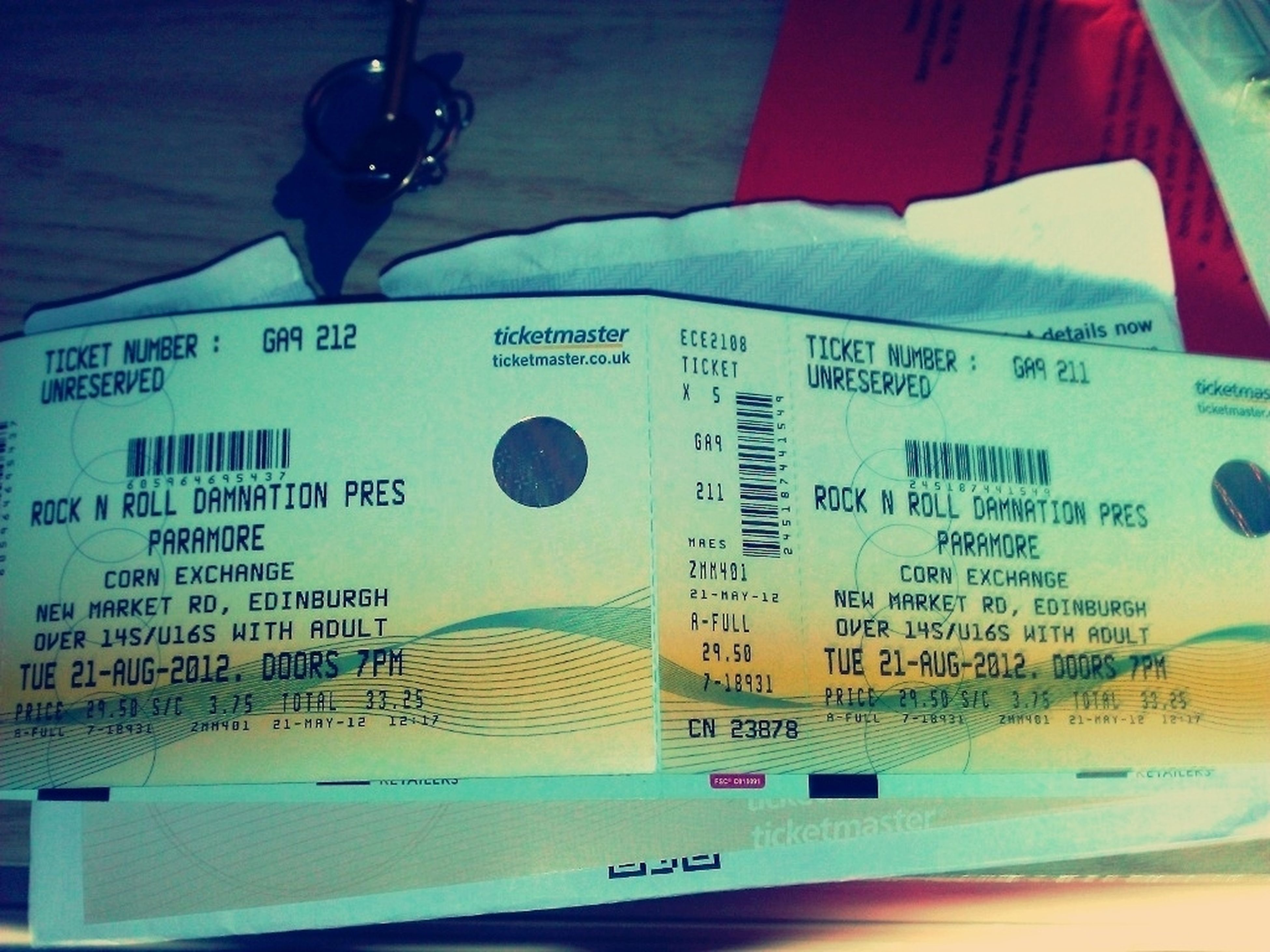 @chelsey__smile In.case You Forgot  Your Going To See Paramore:')<3