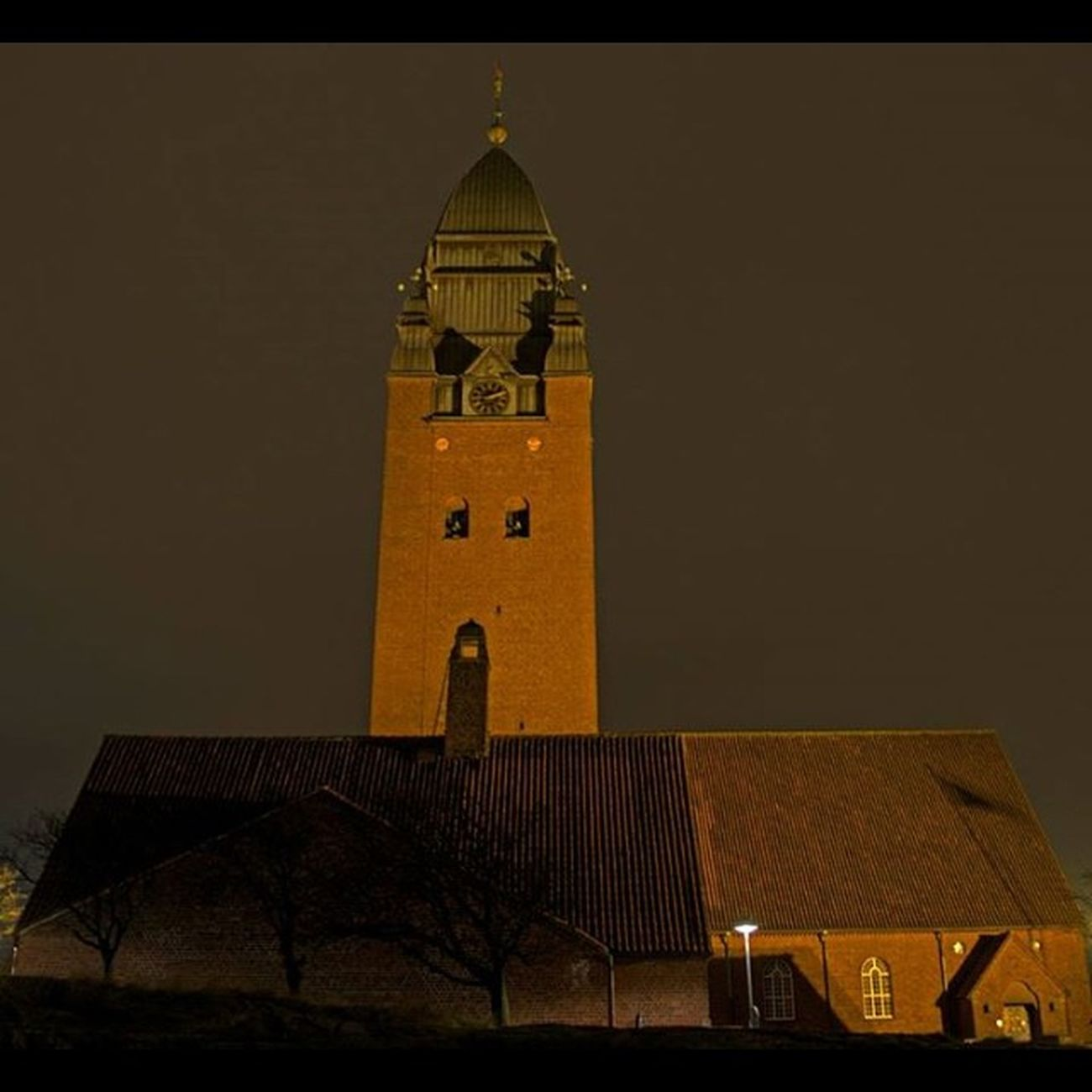 Masthuggskyrkan Stigberget Night Klocktorn torn tower kyrka church lights göteborg gothenburg old foto fotograf photo geo_tag photooftheday fotonavsjoskum majorna sweden svergie