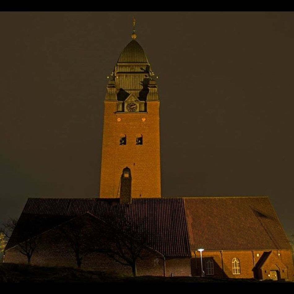 Masthuggskyrkan Stigberget Night Klocktorn torn tower kyrka church lights göteborg gothenburg old foto fotograf photo geo_tag photooftheday fotonavsjoskum majorna sweden svergie