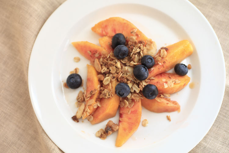 Fruit plate with blueberries and peaches Blueberries Directly Above Fabric Food Fresh Fruit Fruit Plate Granola Healthy Eating Indoors  Napkin Oats Overhead Peaches Plate Ready-to-eat Refreshing Serving Size Sliced Fruit Tasty Textures