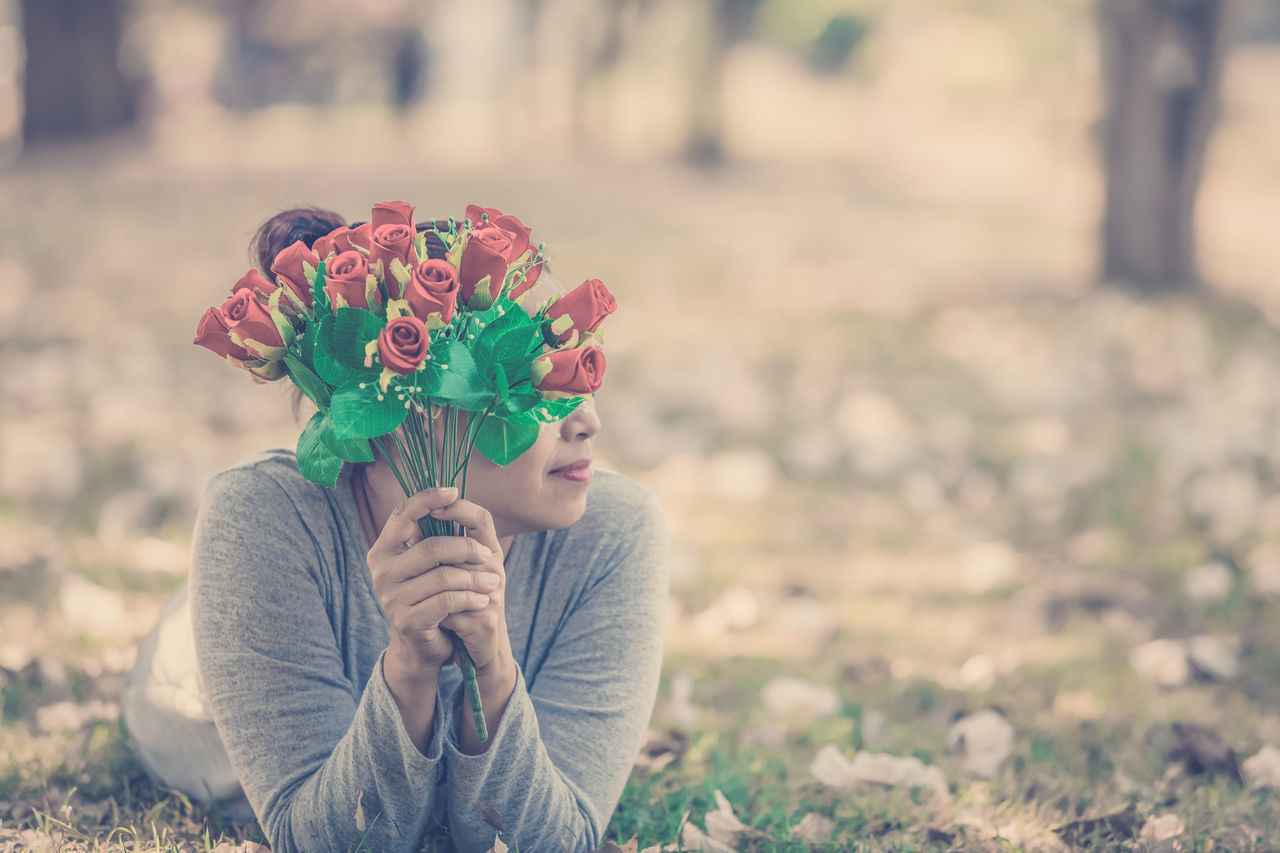 focus on foreground, real people, field, two people, outdoors, love, day, holding, women, young women, nature, flower, young adult, human hand, people