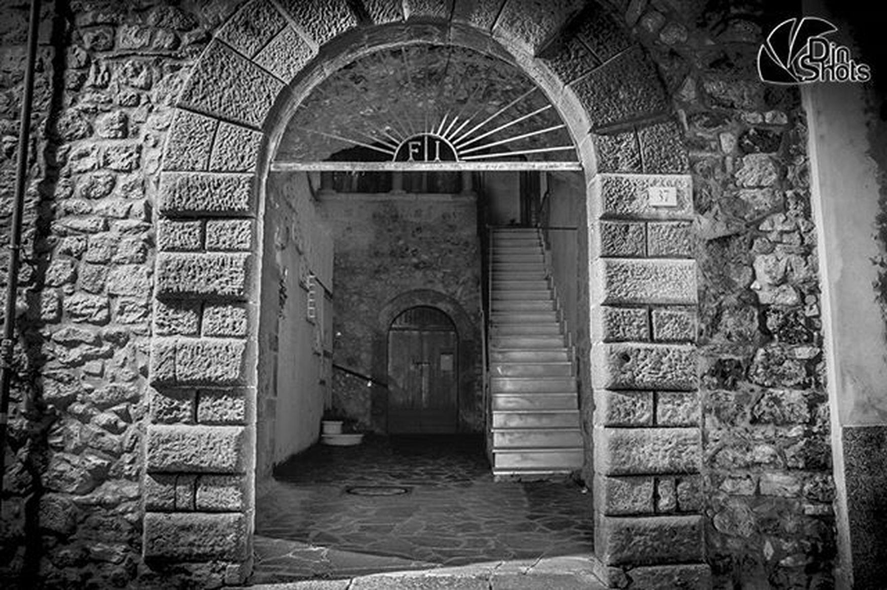 Djnshots Photo Photographer Photography Ph Canon Canon_photos Reflex Photooftheday Picoftheday Instaphoto Instapic Streetphotography Rapolla Basilicata Lucania Italy Bw Bw_photooftheday Bw_lover Door Old HDR