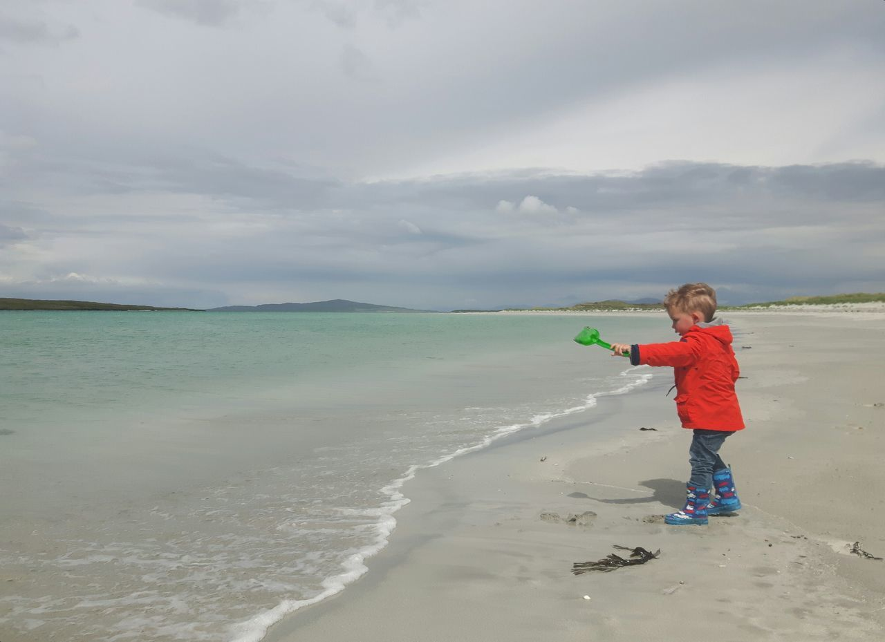 Beach Children Only One Boy Only Childhood Sand Cloud - Sky Beauty In Nature Toddler Boy Clachan Clachansands Child At Beach Childphotography Nortuist Outerhebrides Hebrides Scottish Beach Uist Scottish Beaches The Portraitist - 2017 EyeEm Awards The Great Outdoors - 2017 EyeEm Awards Toddlersofeyem Live For The Story EyeEmNewHere Children Of The World Child Playing At The Beach