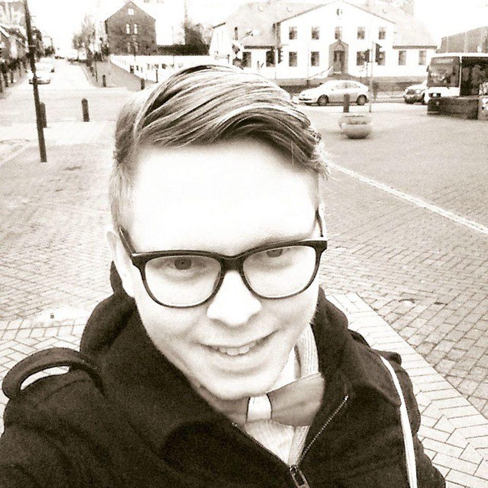 Á mánudögum tekur maður Selfie í miðbænum. Reykjavik Mitthverfi