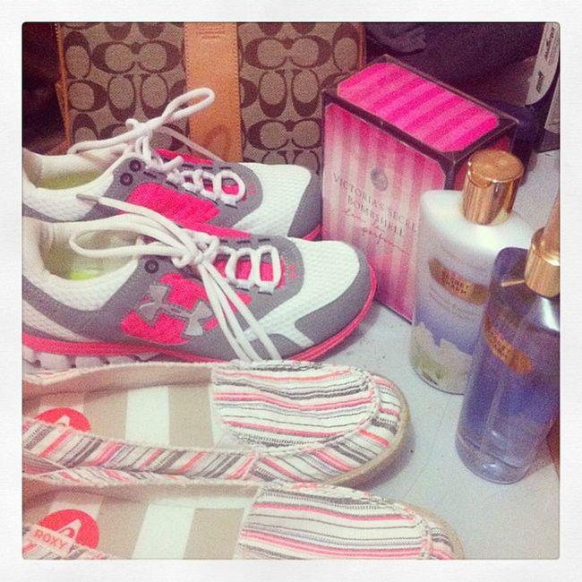 Happiness! ;) thanks pudra :)) Vs Bombshell Secretcharm Rubbershoes kicks coach lotion perfumes roxy happiness stuffs 😂😂😂😍😍😍😝😝😱😱👜👟🆚