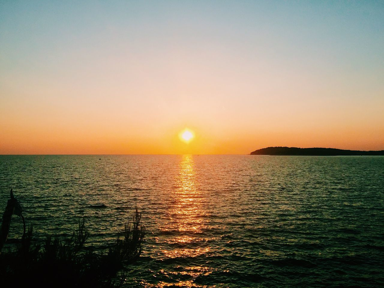 sunset, sun, sea, scenics, beauty in nature, nature, orange color, tranquil scene, tranquility, water, silhouette, idyllic, sunlight, sunbeam, sky, no people, reflection, horizon over water, outdoors, clear sky, rippled, vacations, beach, travel destinations