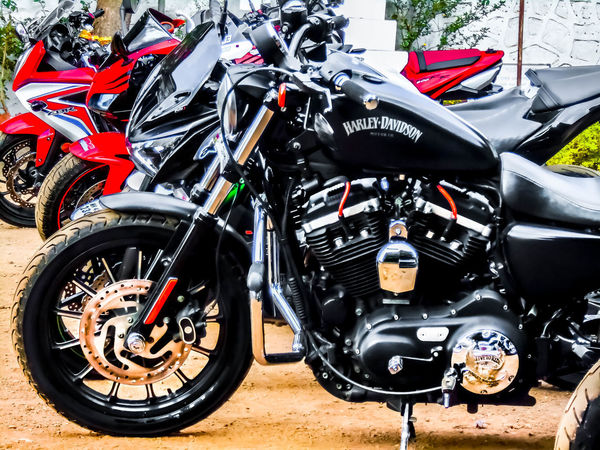 These Machines are just insane . Motorcycle Transportation Mode Of Transport Land Vehicle Day Stationary Outdoors No People Motorsport Close-up Superbikes Eyeem Machine Motorcycle Photography MOTOGRAPHER Motography Motogram Kawasaki Z800 Honda Cbr 600 Honda Cbr 650f HarleyDavidsonMotorcycles Harley Davidson Cruiserbike Cruiser Roadster EyeEm Best Shots Been There. Done That.