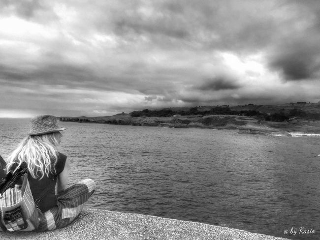 Water Cloud - Sky Casual Clothing Tranquil Scene Sky Candid Photography The Great Outdoors - 2016 EyeEm Awards EyeEm Best Shots EyeEm Best Edits Capture The Moment Beauty In Nature Horizon Over Water Landscape Water_collection Waterfront BW Collection Bw Photography Bw_collection