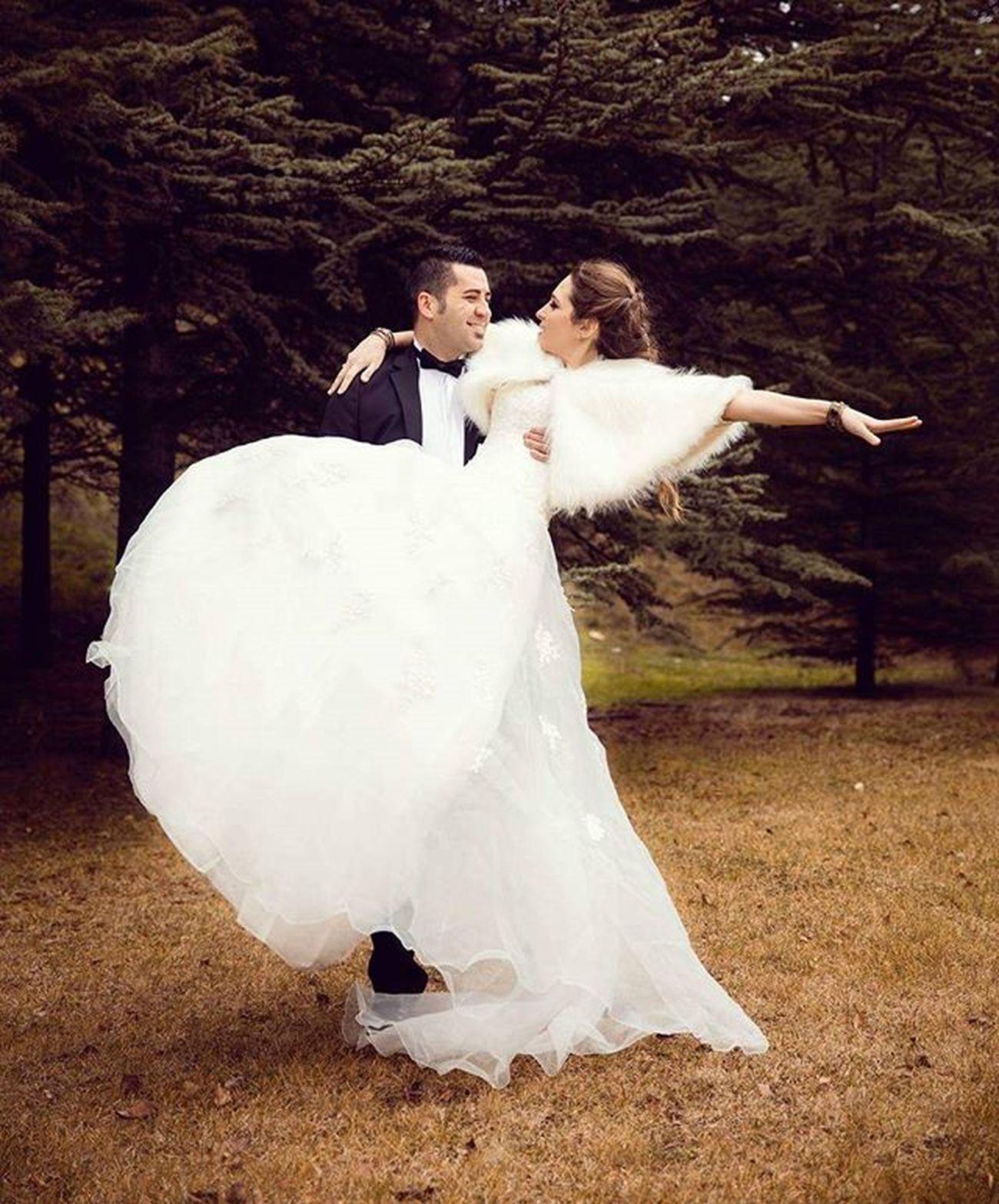 Some fun... photo:@mrrywedding makeup&hair:@evrimmemili accessorise:@be.boutique Wedding Bride Happy Fun Weddingphotography Groom Dugun Dugunfotografcisi Ankara Gelin Gelinmakyajı Photoshoot Fotoğrafçekimi Profesyonelfotograf