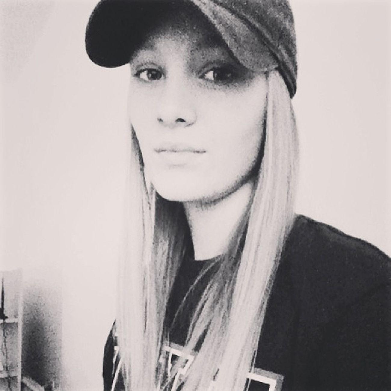 Laura Me I Blonde Hair Blondehair Summer Crazy Yolo Nike Hat Followme Instacro Black White Pred svima foliram se malo da mi nije stalo, al' me srce izdalo ;)