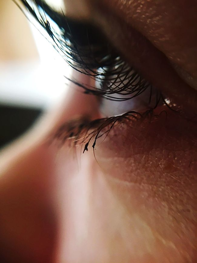 Focus Object Real People One Person Close-up Human Hair Women Human Skin Lifestyles Human Body Part MyGIRL Indoors  Human Hand Hair Human Eye Day