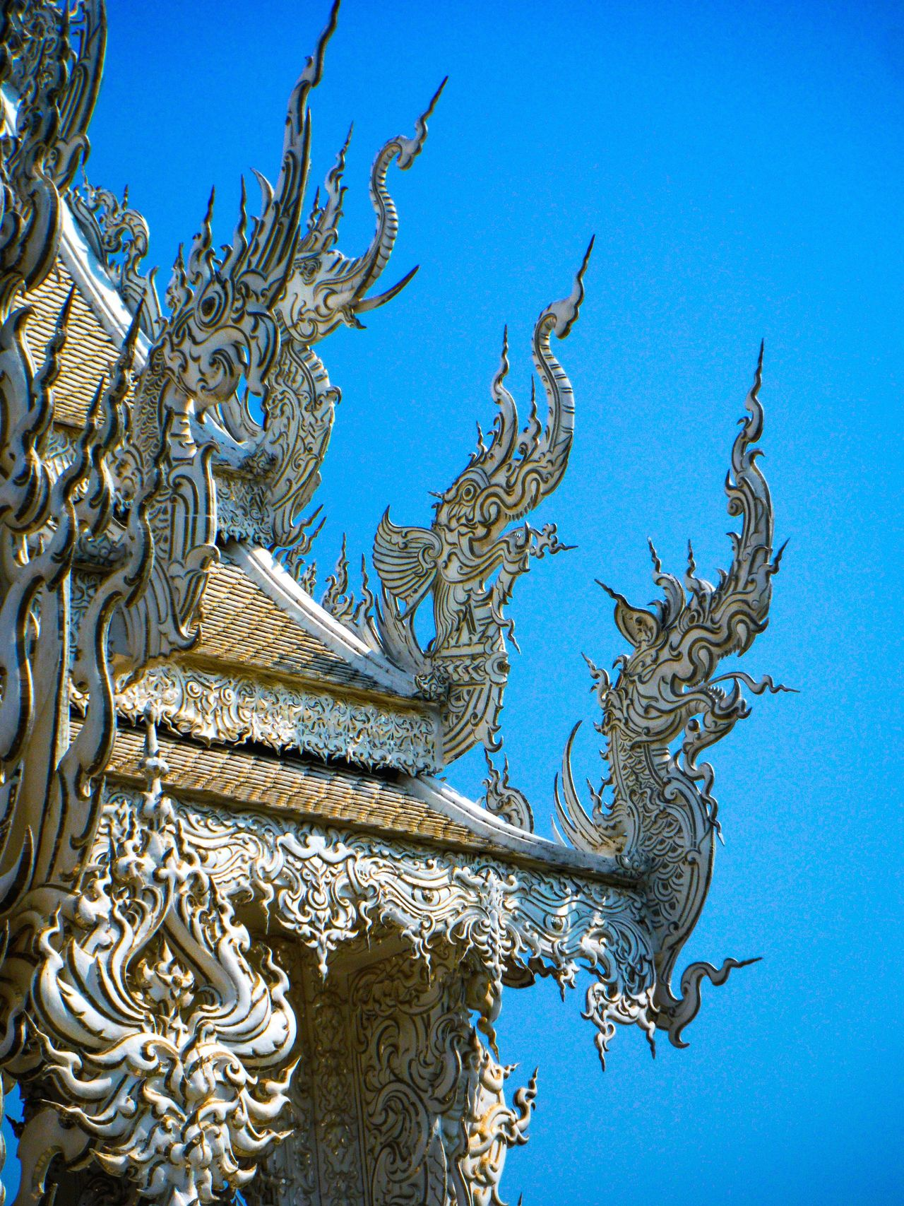 Wat Rong Khun Watrongkhun Chiang Rai Chiang Rai, Thailand Chiangrai Clear Sky Blue White Temple Temple Temple - Building Temple Architecture Templephotography Temple Thailand Temple Art Architectural Feature Creativity Carving - Craft Product Sky Dragon Chinese Style Chinese Art Chinese Dragon Chinese Architecture Curves And Lines Chinese Roof