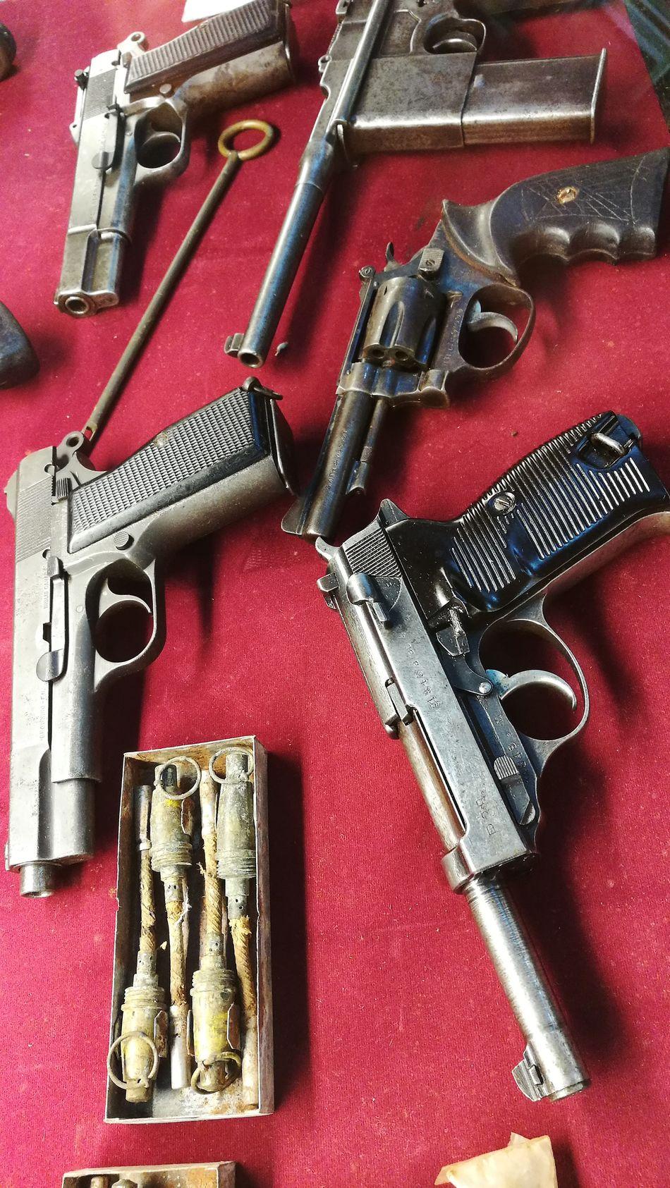 Guns Equipment Close-up War Shoot Weapon Weapons Of War