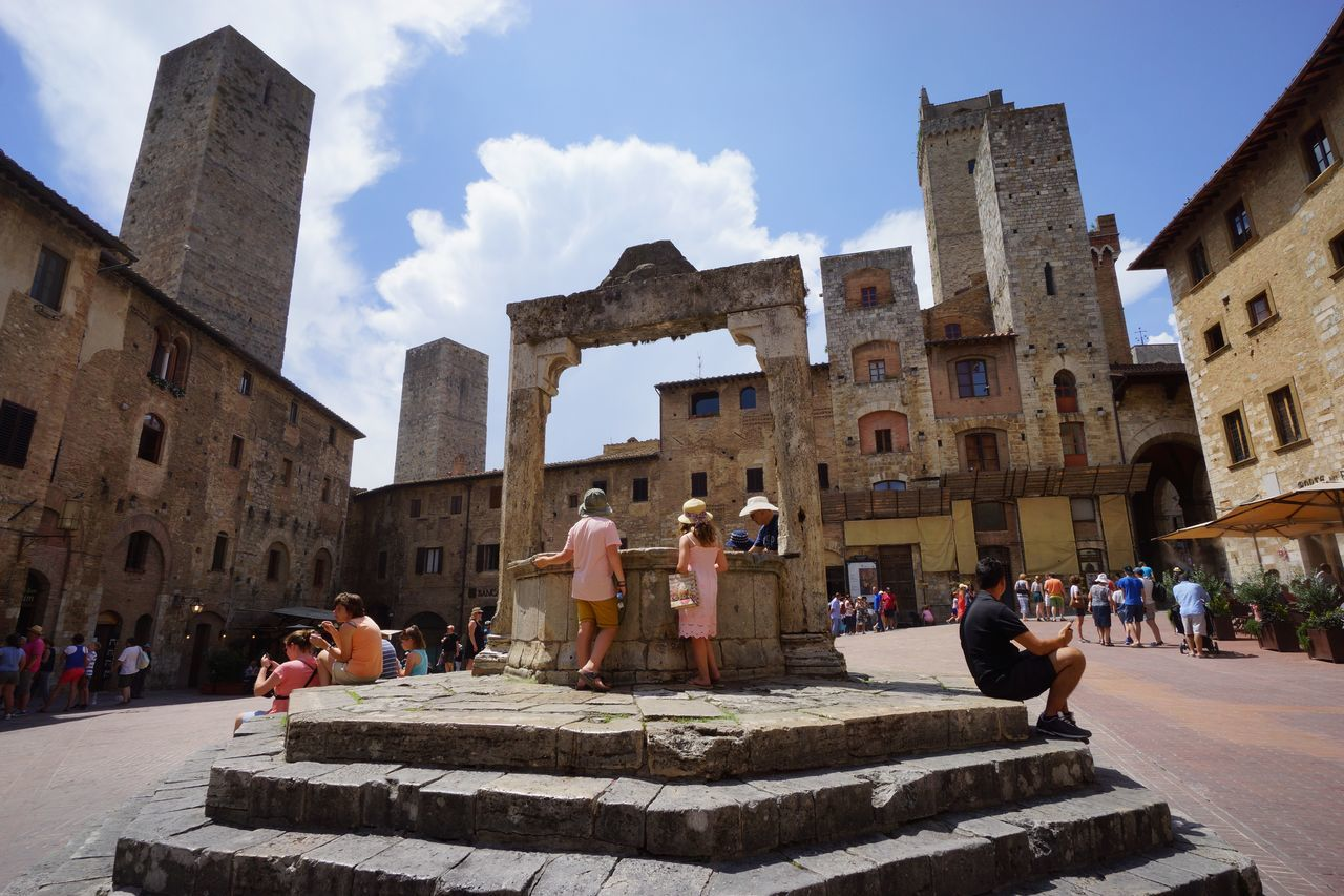 Piazza della Cisterna Architecture Etruscan Civilization Historic Centre Large Group Of People Manhatten Skyline Medival City Outdoors Place Of Worship San Gimignano Summer Torre Toscana ıtaly EyeEmNewHere